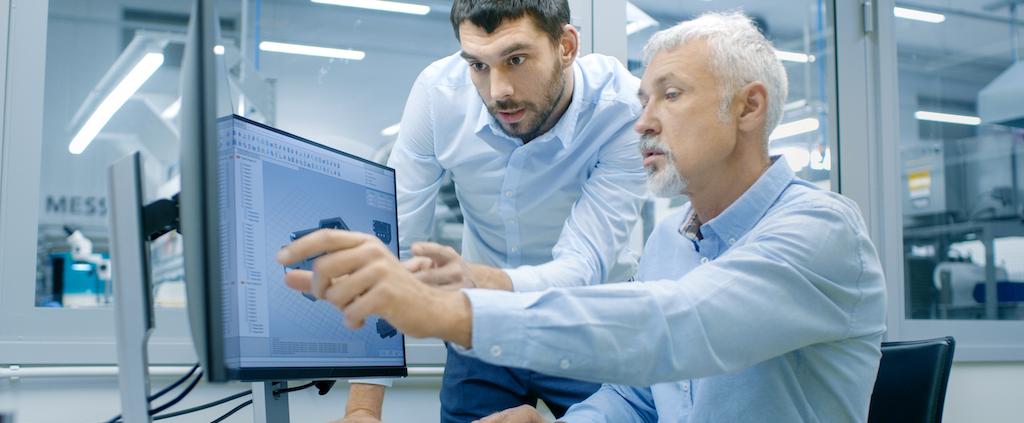 Twee collega's voeren artikelbeheer uit met de 2BA datapool